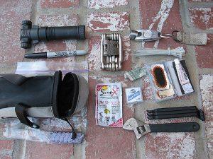Rożne narzędzia potrzebne do roweru